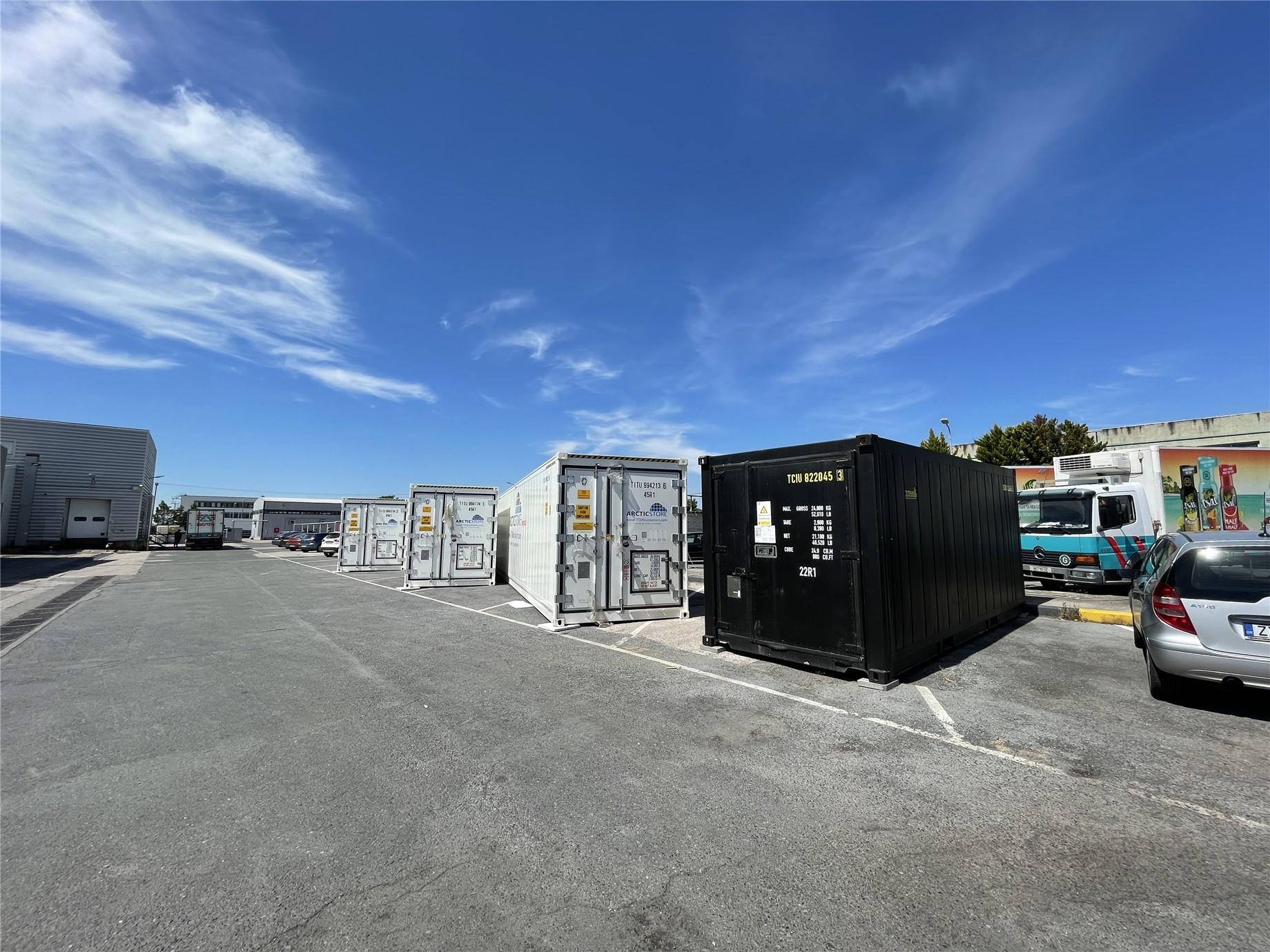 twenty-foot HotStores which maintain temperatures of 45C – 65C